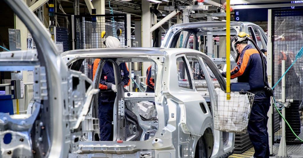 Brist på halvledare stänger Volvofabrik