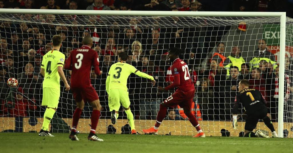 Hyllade bollkallen skriver proffskontrakt med Liverpool