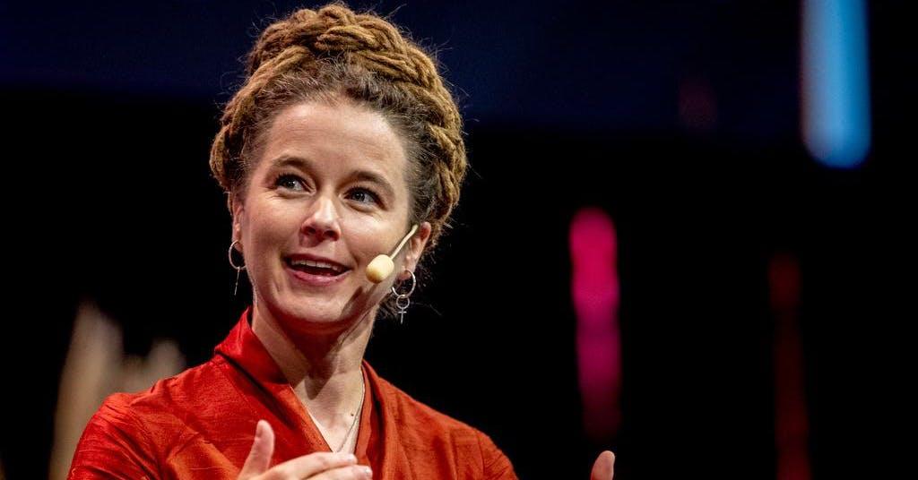 Amanda Lind ser över regleringsbrev