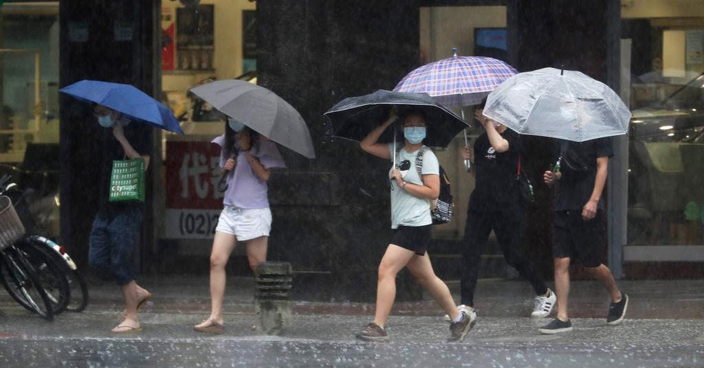 Kina rustar för tyfonen Chanthu
